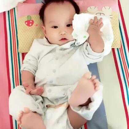 #宝宝#花儿七个月,高烧三天。三十九度五。今早退烧。估计是幼儿急疹但是疹子还没出来.熬了三天没睡觉。宝贝表现棒棒的。