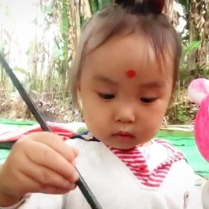 #曦允在成都#农家乐涂了一个小猪佩奇,边涂边聊,跟对面7岁半的姐姐还聊上了#曦允3岁5个月#+17