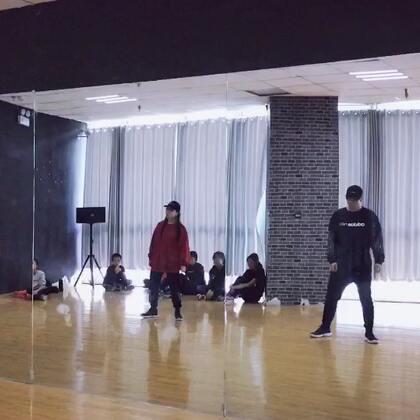 #KingSoul# 音乐:overload 编舞:我 好久没有走心的编舞 这首歌真的好听 #舞蹈#