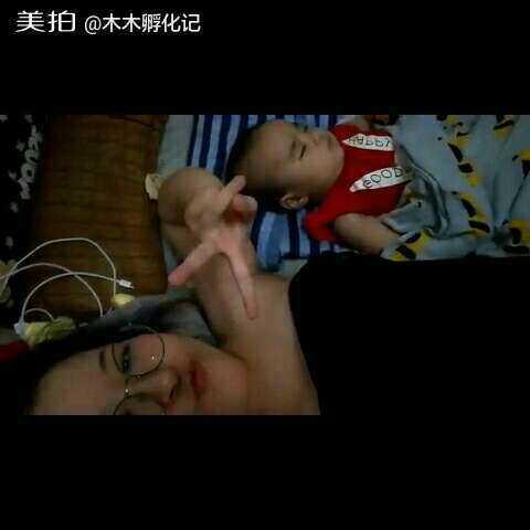 【木木孵化记美拍】#宝宝##木木百睡图#终于睡啦~