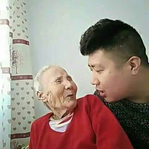 感觉奶奶是不是很厉害呢???#热门#奶奶一点不糊涂哦,但是曾经