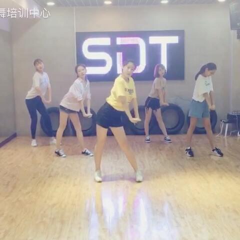【SDT街舞培训中心美拍】今天带来的是雨婷老师的女团#舞...