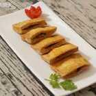 〈豆腐夹子〉小时候吃的是那种霉过几天后的豆腐,再把两面烤成金黄后里面装折耳根香菜什么的,今天改了一下,用新鲜豆腐做的#美食##海椒记#