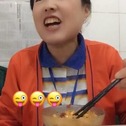 #吃秀#王姐的亲蛋们😍今天雨就没停😫吃一碗面🍜也停好😫