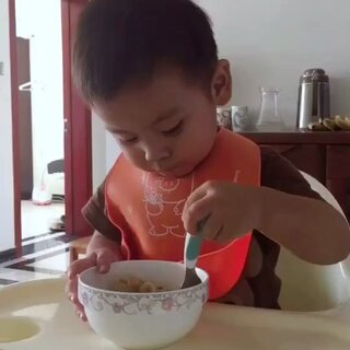 午餐:炒茄子➕土豆丝➕蝴蝶面。#宝宝##吃秀##维尼宝宝吃饭#@美拍小助手