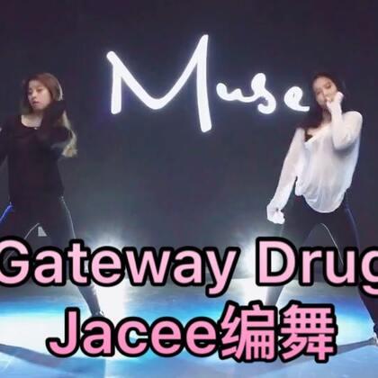 #舞蹈#🎵《Gateway Drug》🎵#jc舞蹈训练营##jacee编舞#U乐国际娱乐的编舞,五月份去jc的时候学了一半,最近和@萁籹耔 把完整版扒下来,黑白配😝赞起来吧❤️分解会发的!
