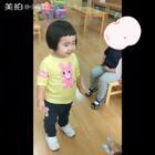 老师拍的幼儿园日常。#小蛮两岁九个月##可爱吃货小萌妞##吃货小蛮#