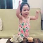 这给她激动的,又唱又跳😂其实就因为一个纸杯蛋糕和一杯蜂蜜柠檬…#宝宝#