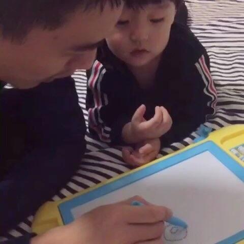 【小恩baby👦🏻美拍】爸爸教小恩画画了😂😂#宝宝##萌...