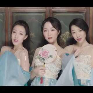 终于等到你!#U乐国际娱乐##舞蹈#最美中国风女团七朵组合《青蛇》MV蜕变而出❤#七朵组合#不再是只有舞蹈室能看的女团,MV真是美哭了小姐姐们👏👏👏