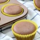 可可戚风蛋糕,按照这个方子做出来的蛋糕非常细腻柔软,不塌不裂的技巧: 蛋白打发至八分有小弯钩,面糊别倒太满八分满即可,低温慢烤,按照以上的方法你也可以烤出好看又好吃的纸杯蛋糕啦! #美食##早餐##烘焙#