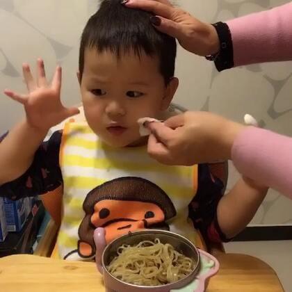 #宝宝##吃秀#谢谢各位朋友的关心,阿泡好多啦,还有点低烧,今天喝了大米粥和面条,还吃了一点点水果🍊,希望明天彻底不烧😋