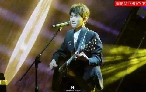 【TFBOYS中文网美拍】【TFBOYS王源】四周年演唱solo《...