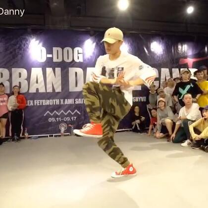 自己的作品拍不出来了😂只能再放一个#O-Dog#Camp的视频了!依旧是男神cj的编舞!最后自己还抢拍了😢😢#舞蹈#