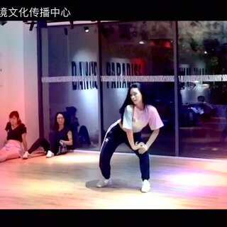 《Girls Generation-Holiday》导师:@珠海舞境Ambria 炎炎夏日就这样过去了,少女时代也从八人又变成了五人,这支舞又成为一个纪念,Ambria老师用青春活力展现这支欢乐的舞蹈!#少女时代holiday##韩舞##爵士舞#