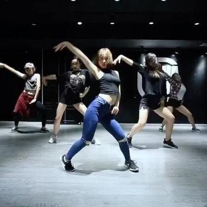 我们喻霖老师的最新编舞视频!小身体大能量哦!@喻霖_cherry 谁让我们喻霖老师美丽又可爱!😝@嘉禾舞社望京店 #舞蹈##嘉禾舞社##嘉禾#