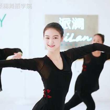 """女子们展示柔美#古典舞##身韵组合#舞蹈《葬心》身韵即""""形神兼备,身心并用,内外统一"""",极富优美韵味的舞蹈。指导老师:陈欣妮#我要上热门#@美拍小助手@舞蹈频道官方账号"""