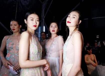 """国内时装周最仙礼服担当华丽驾到!""""海上梦""""?上海缘登上华服~我们到底等到了一个中国自己的时装周以中国自己的礼服大秀挑大梁并且拿到国际上也漂亮得不卑不亢的美好时代!"""