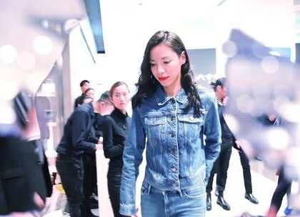 占地六千平!CK VERYMUCH来啦!CALVIN KLEIN在上海来福士开店啦!不仅展现了品牌最新零售设计理念,还可以体验到CALVIN KLEIN提供的一条龙服务~喜不喜欢这个新的画风!