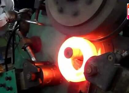 现代化钢铁冶炼工厂,几吨重的铁块跟玩似的!