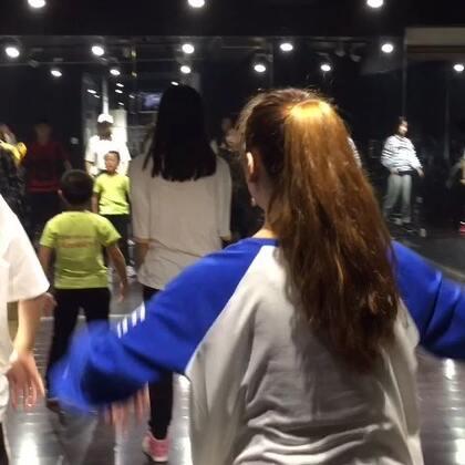 认真的学习换来的是无限大的进步!因为我又看到大家进步了,加油加油💥💥#西安街舞#