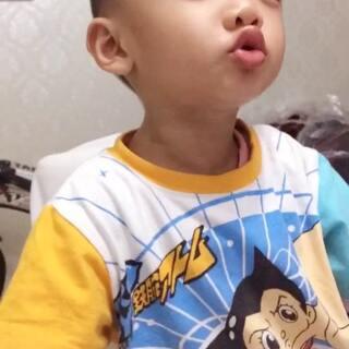 #宝宝##搞笑宝宝#陈皮被套路吃了两次姜片之后都不想留在餐桌上了😂😂(第一次吃最搞笑,可惜没拍😅)