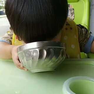 #萌宝宝##宝宝成长日记#吃饭是麻麻最头疼的事😥