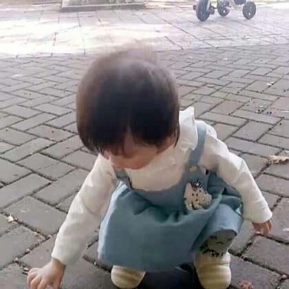 #宝宝##萌宝宝##宝宝日常#这样的天气很适合在外面散步,发呆