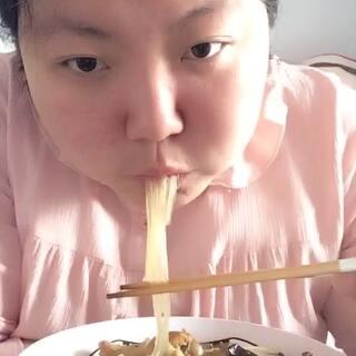 #吃秀##美食##我要上热门#@美拍小助手 @吃秀频道官方账号 @美食频道官方号 😄😄😄第六天,不掉称了😁😁😁