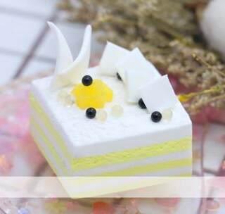 ✨白巧慕斯✨一个简单的小蛋糕,模仿网图做哒😜巧克力片就是白色粘土压薄片后剪下来的😝😝😝#手工##暖绒绒手工diy##小小蛋糕派对#bgm:Bye Bye Bye