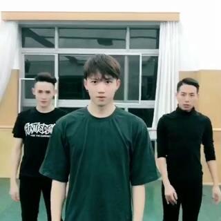 😎 傣族 #舞蹈##我要上热门#@张钊玮丶 @周大星x @振、min