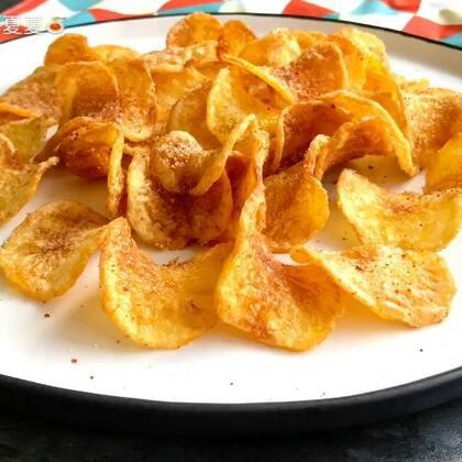 #美食#炸薯片~香香脆脆的!!追剧时来上一打,嚼到停不下来😊#赞转评关注我#抽2⃣️位送同款盘子#万圣节搞怪食谱#
