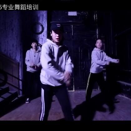 #舞蹈#郑州175舞蹈 hip-hop 《Discolnferno 》 糖葫芦导师@糖葫芦.175 元宝导师@天才小熊猫k Hotin导师@Hotin.。 @舞蹈频道官方账号