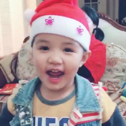 今天晚上哪翻出来圣诞帽 开始唱歌跳舞#宝宝#自编自导
