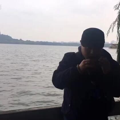 #杭州西湖##陶笛##音乐#卖个艺,音有点点散。多谢捧场!@美拍小助手