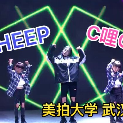 #双胎姐妹欢欢乐乐#(六岁十一个月)今有幸参加美拍大学武汉站达人交流沙龙,学到了很多美拍知识,很开心的一次交流,party 与美甜@甜甜SWeeTs💞 合跳#舞蹈#歌名《张艺兴 sheep》《C哩C哩panama》整个气氛炸场,纪实整理后尽快发布,感谢美拍给这么一个平台,笔芯❤❤❤❤#美拍大学武汉站#