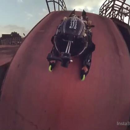 #运动##自拍##极限运动#Rollerman贴地飞行者玩转亚洲最大U型池,360度视角绝对视觉体验@美拍小助手 @皓皓smiling