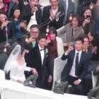 #宋仲基宋慧乔婚礼#他牵着她的手,在众人注目下走向婚礼现场,好感动啊~~😭