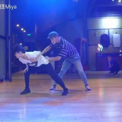 我的最新编舞,依旧跟洋芋饭一起。喜欢这首歌很久终于把它教了 改成双人舞让大家在课堂上感受❤️#miya杨雅捷##男女双人舞##舞蹈#