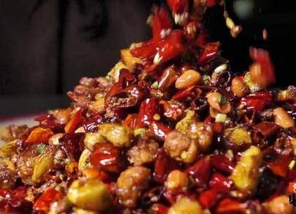 三样菜中美食如云,干烧鳝段、水煮美蛙、歌乐山辣子鸡,人称江湖三样菜之三大高手!#川菜##美食##江湖菜#