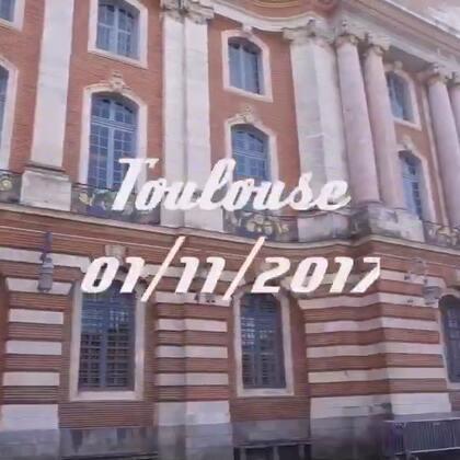 #旅行##vlog#49 被称为玫瑰之城的图卢兹,城市内建筑大都带有玫瑰红砖瓦,不过去的那天是诸圣节,好多商店餐馆都关门了😔,感觉净是呆在博物馆里了😜