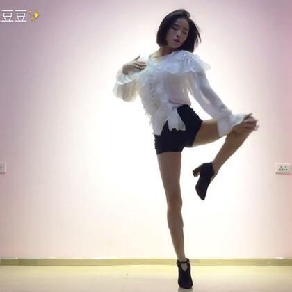 ✨失眠又饥饿-Nine Muses✨#舞蹈#一直都很喜欢的舞 现在才跳 歌真的太好听 这是镜面版的哦 喜欢点赞转发吧😍😍#nine muses--失眠又饥饿##元熙舞蹈#