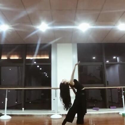 #舞蹈##昭昭东方舞#我的意中人是一个盖世英雄,有一天他会踩着七色云彩来娶我。超级喜欢这首歌#大话西游之一生所爱#