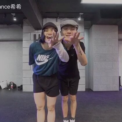 两个宝的别样编舞 超开心还好玩#hellodance#@HelloDance舞蹈工作室 @HelloDance马晓龙