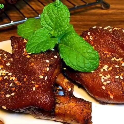 【云朵瑶🍀美拍】#美食#烤猪蹄,我超级超级爱,就...