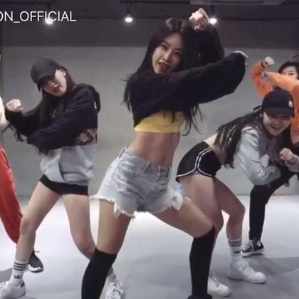 #舞蹈##1milliondancestudio# Minyoung Park编舞You Da Baddest 更多精彩视频请关注微信公众号:1MILLIONofficial