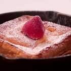 【铸铁锅烤吐司】今日感受法国街头枫叶纷飞,咬一口与法式浪漫亲密相接~烤过后的厚吐司多了酥脆的口感,但一咬开,里面的吐司惊人的香柔软嫩,还带着浓浓的奶香和蛋香,虽然湿润,但却恰到好处,维持着美妙的口感! #美食##烘焙##面包#