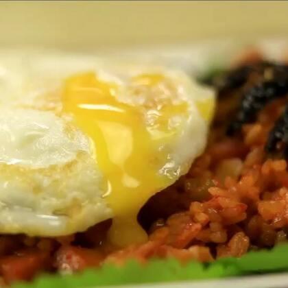 在韩国料理店辣白菜炒饭是必须有的一道主食,它是韩餐中具有代表性的美食之一,也几乎是很多韩餐馆的招牌,但是能做的好吃的并不是很多,这里分享的可以厨师的秘方,不看一定会后悔哦!#美食##地方美食##辣白菜#