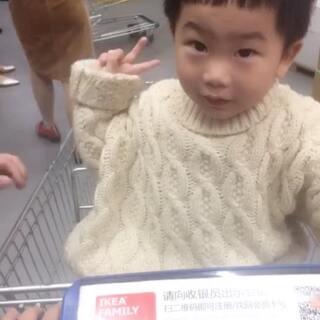 ✌️✌️,这个视频是混搭😂😂小小秦的✌️可不可爱#宝宝##全民吃货拍##吃秀,吃吃吃#