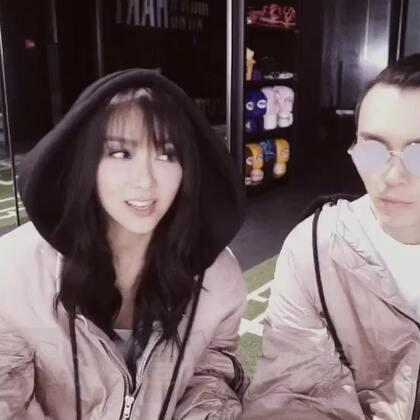 感謝 @方大同  幫我拍了這個天生一對的特別搞笑版MV😊你們都有看過Part 1 了嗎,更精彩的Part2 明天就會有了,一定要密切留意喔!今天就先來看看我們的訪問吧!#天生不對##薛凱琪跟你天生一對##薛凱琪#《天生一對》Official Music Video: http://t.cn/RWDbUOm